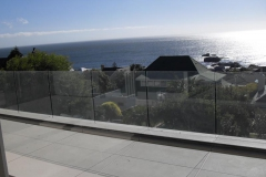 Reason-for-fitting-glass-ballustrades-with-no-top-handrail..