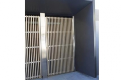 New-entrance-with-an-alluminium-and-wood-pedestrian-gate-with-an