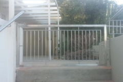 Stainless-steel-gate-and-handrail-at-staircase