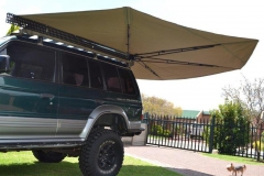 4x4-awning-fitted-to-SUV