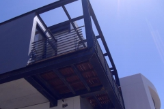 Steel-structure-for-balcony-with-ballustrades