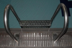 c-Stainless-steel-pool-ladder-with-non-slip-treads