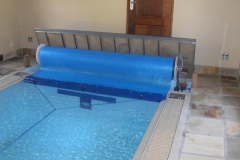 i-Underground-pool-blanket-rolled-up-with-lid-open-of-the-rolled-up-station
